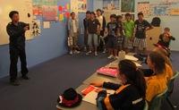現地学校訪問で漢字の意味当てクイズを実施.JPG