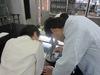 顕微鏡で観察中2.JPG