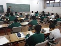 中学授業の第一歩(教頭先生による数学の授業).JPG