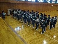 体育館で校歌練習.JPG