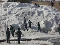 恒例!残雪で雪遊び.JPG