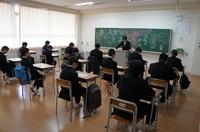 中学生入学式前HR.JPG