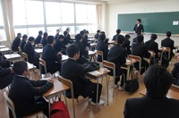 高校生入学式前HR.JPG