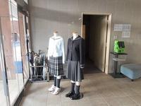 エントランスの女子制服